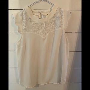 Feminine floral pattern sleeveless blouse